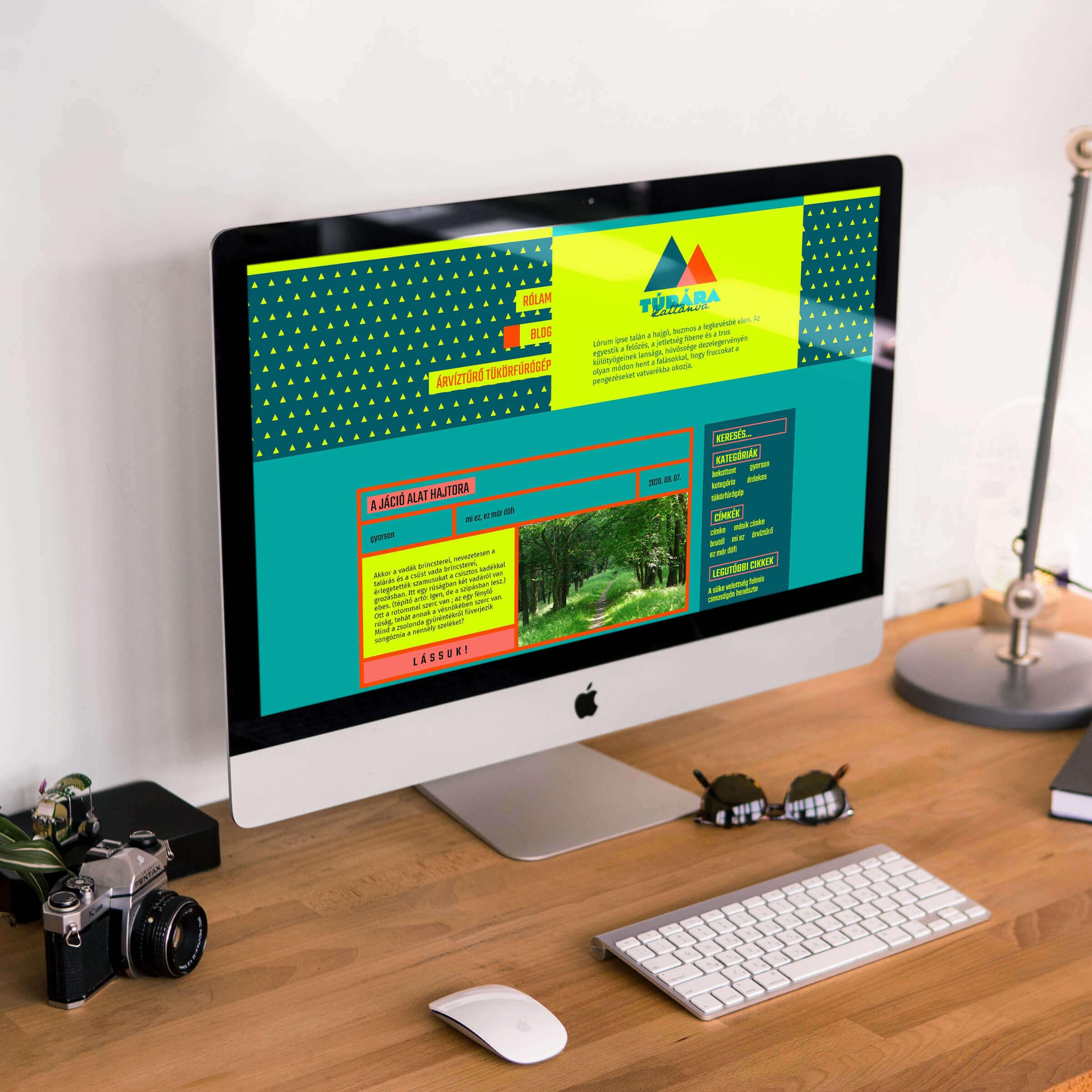 Túrára kattanva weboldal egy asztali számítógépen