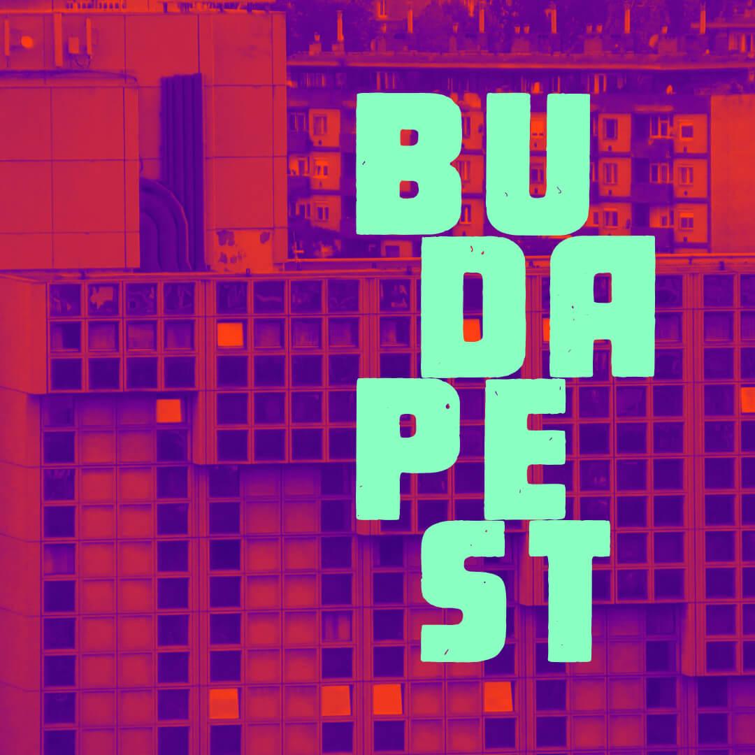 Budapest felirat háttérben kockaépülettel